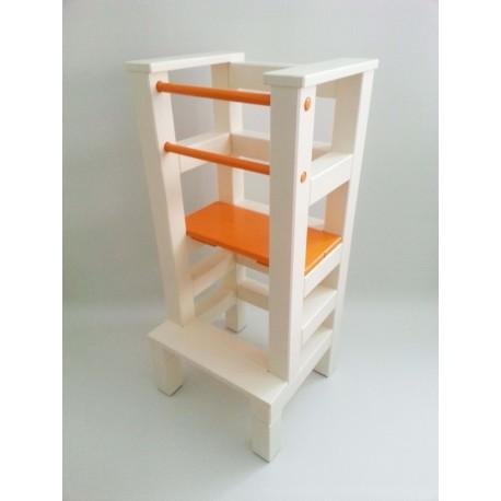 Učící věž - oranžovobéžová barva